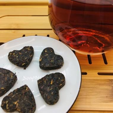 Corazones de Té negro prensado
